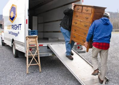 Free_Truck_to_move_goods_into_storage_unit_in_ottawa